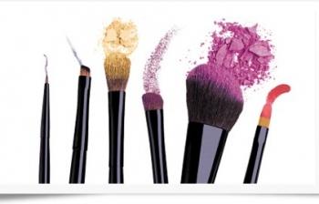 reinig ook je make-up kwasten goed